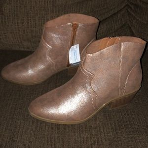 NEW Women's Time and Tru Ankle Boots Size 9